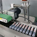 Etiketteermachine met horizontale automatische injectieflacon